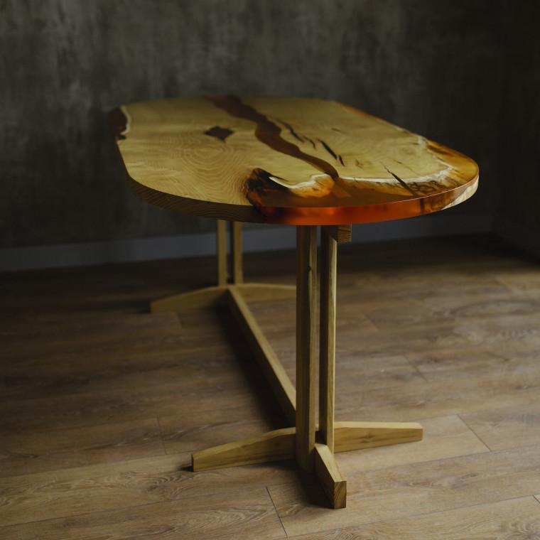Обеденный стол река Amberry Ovalo из шелковицы с янтарной заливкой
